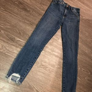 Abercrombie & Fitch High Rise Ripped Crop